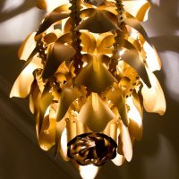 obelia1_chandelier_antique_gold_metallic_pearlescent_cardboard_2 L_adjusted